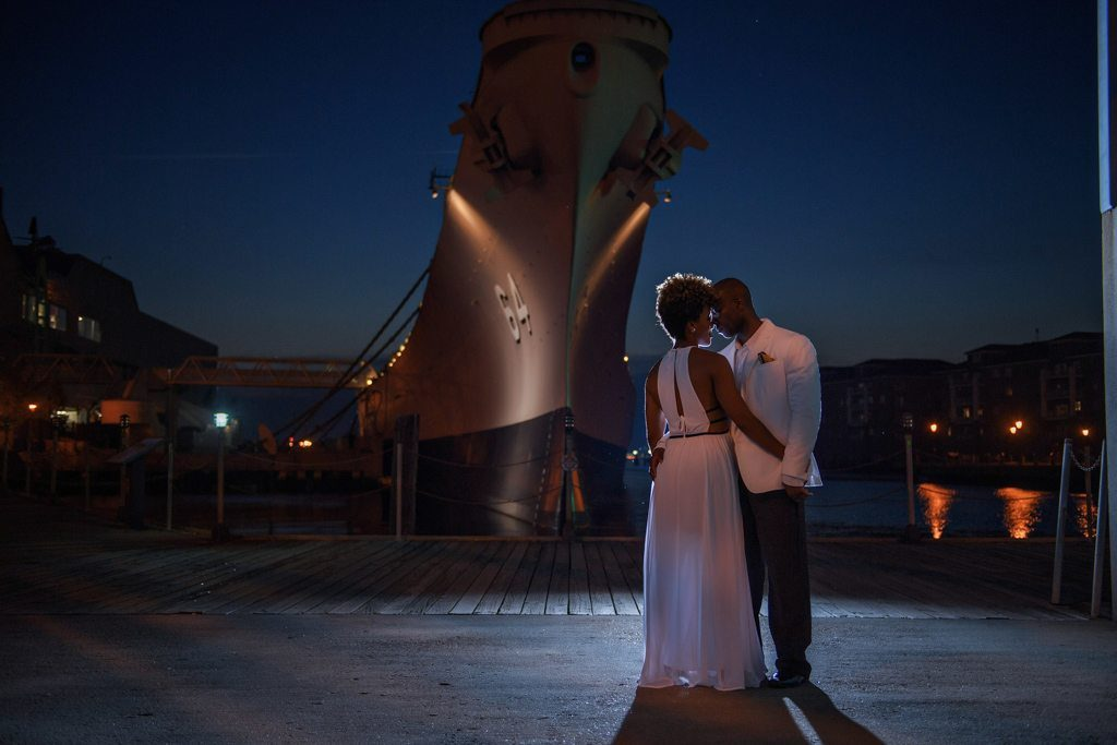 Downtown Norfolk Virginia Engagement Photograph - Nicole And Evans